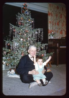 A Vintage 1950's Christmas tree. | I love trees dripping with ...
