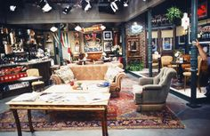 "A close-up look at Central Perk: | 27 Amazing Rare Photos From The First Season Of ""Friends"""