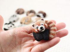 まるまる羊毛ブローチ レッサーパンダ【受注制作】