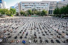 Jean Rey Square (Belgium) next to the EU Council building is filled with 4500 empty pairs of shoes to remember every person killed over the last decade in Gaza. Protest Art, Picture Editor, High Line, Photos Of The Week, S Pic, The Guardian, City Photo, Cool Photos, Dolores Park