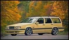 1995-1996 Volvo 850 T-5R (T5) > 2.319 ccm R5 Engine with 241hp-250hp >  Diese Sonderserie gab es nur in drei Farben: Gelb (2500 Stk.), Schwarz (2500 Stk.) und Grün (500 Stk.), wobei die gelben und schwarzen nur im Jahr 1995 produziert wurden und die grünen nur im Jahr 1996.