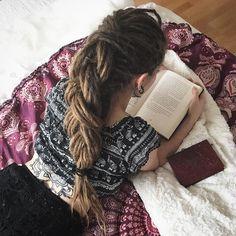 "Rosita Schmidt on Instagram: ""Cozy sunday ❤️ do you love reading books, too? #Dreads #dreadlocks #wonderlocks #hippiegirl #hippiestyle #paradiesdreads #dreadlocksco…"""