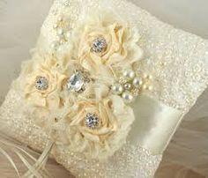 Resultado de imagen para cojines para boda bordados en liston