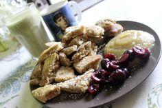 Ein reichhaltiges Frühstück bei Johanna: Dinkelkaiserschmarrn mit Apfelmus und Kirschen, dazu einen Matcha-Bananenshake und Saft, natürlich aus der Spock-Tasse. http://www.eatupyourgreens.de/allgemein/vegan-wednesday-22-49/
