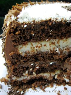 Recipe Dessert : Chocolate cake with coconut and chocolate filling by Perfect Recipe Chocolate Filling, Chocolate Desserts, Chocolate Cake, Coconut Chocolate, Just Desserts, Delicious Desserts, Yummy Food, Brigadeiro Cake, Cake Recipes