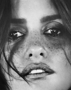 Penelope Cruz By Chantelle Dosser For Flaunt Magazine 2016 The Good Times Issue (3) • Minimal. / Visual. • Fashion Photography, Models, Street Style Monica Cruz, Penélope Cruz, Penelope Cruz Makeup, Iconic Women, Hollywood Stars, Celebrity Pictures, Black And White Photography, Celebs, Magazine