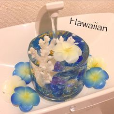 いつまでたっても日本人の多くが憧れる場所、ハワイ。南国の開放感とおおらかさが旅で訪れた人々のことを包んでくれます。そんなハワイの雰囲気をインテリアに持ち込んだのが、ハワイアンインテリアです。今回はそんなハワイアンインテリアについて、作り方のポイントと実例を挙げてご紹介します。