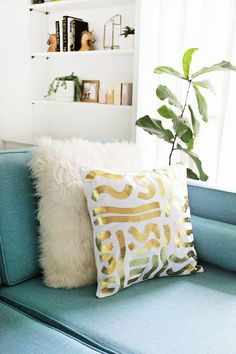 Gold foil pillow DIY (click through for more!)