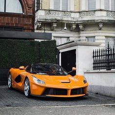 Yo so I heard you like oranges... #ItsWhiteNoise #LaFerrari #London  via @pghexotics by @henryjmw