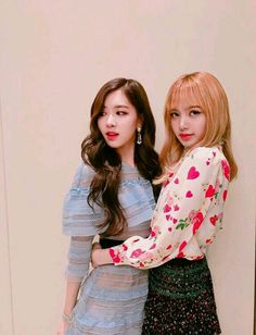 BLACKPINK || Rosé & Lisa