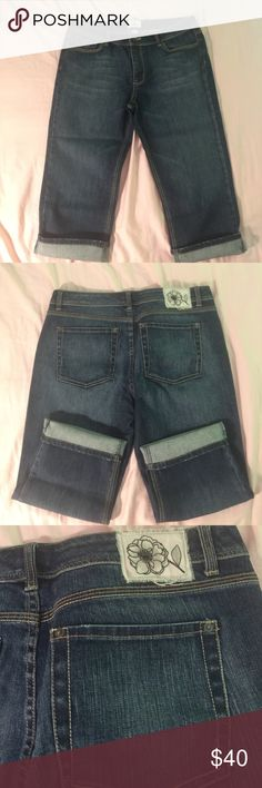 """White House Black Market Blanc Capri Jeans White House Black Market Blanc Capri Jeans EUC maybe wore once or twice.. Size: 14 (22"""" inseam) Color: Dark Wash. Cute capri jeans that can be cuffed or un cuffed. White House Black Market Jeans Ankle & Cropped"""