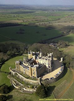 Belvoir Castle is the traditional seat of the Manners family, Dukes of Rutland, overlooking the Vale of. Chateau Medieval, Medieval Castle, Beautiful Castles, Beautiful Places, Photo Chateau, Mansion Homes, Foto Picture, Castle Parts, Castle Pictures