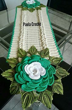 This Pin was discovered by Roc Crochet Home, Love Crochet, Crochet Motif, Irish Crochet, Crochet Doilies, Crochet Earrings Pattern, Crochet Flower Patterns, Crochet Flowers, Crochet Table Runner