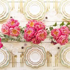 This table with the best @casadeperrin plates and pretties preppy pink peonies has me ready to say bye-bye to snow days and HELLO to spring soirées! Is it March yet? Pretty please! #pink #plates #dinnerparty #prettyplates #yesplease #oneday