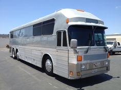 1978 Eagle Tour Bus -6 Bunks and One Master Double Bed. -See more at: http://www.rvregistry.com/used-rv/1002425.htm