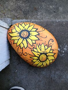 Best Easy Painted Rocks Ideas For Beginners (Rock Painting Inspirational & Stone Art) Rock Painting Patterns, Rock Painting Ideas Easy, Rock Painting Designs, Painting For Kids, Pebble Painting, Pebble Art, Stone Painting, Garden Painting, Encaustic Painting