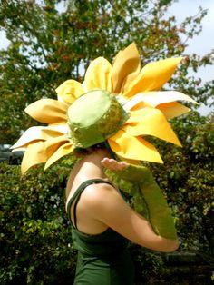 Sunflower Costume back by Dana of Harts Fabric Halloween Costume Contest, Halloween Cosplay, Holiday Costumes, Holidays Halloween, Halloween Fun, Costume Fleur, Costume Carnaval, Flower Costume, Fleurs Diy