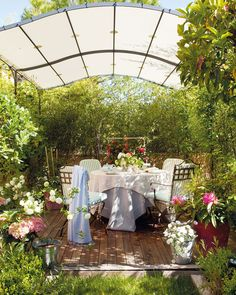 Come on ... the table is set, the tea is ready, so let's sit outside in the garden today.