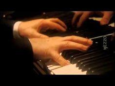 Beethoven Sonata N° 29 'Hammerklavier'  Pianist: Daniel Barenboim   I. Allegro   II. Scherzo: Assai vivace   III. Adagio sostenuto   Schumann , Brahms , e incluso Liszt -springs de esta música   IV. Introduzione: Largo ... Prestissimo - Fuga: Allegro risoluto