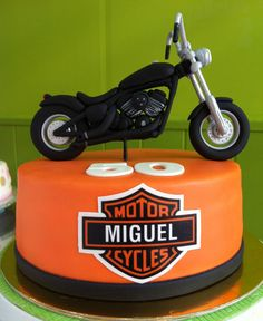 Pastel de fondant con Harley Davidson modelada #Harleydavidson