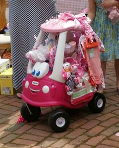 Get a couple friends in on a gift, stuff it with items from the registry and wheel in it :-) homemadeeasterbaskets Regalo Baby Shower, Baby Shower Deco, Baby Shower Gift Basket, Shower Bebe, Baby Shower Parties, Baby Shower Themes, Baby Boy Shower, Baby Shower Gifts, Baby Showers