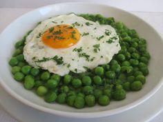 Nagyon kevés sűrítéssel, még mirelit zöldborsóból is az egyik legfinomabb főzelék Risotto, Ethnic Recipes, Food, Hoods, Meals
