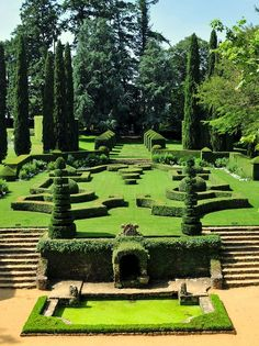 French garden at Eyrignac, Dordogne, France Garden Landscape Design, Landscape Architecture, Formal Gardens, Outdoor Gardens, Gardens Of The World, Topiary Garden, Classic Garden, Italian Garden, Parcs