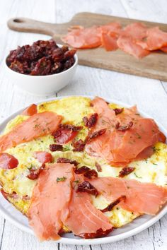 Omelette with smoked salmon- Omelette mit Räucherlachs Contains advertising. Weight Watchers Recipe – Omelette with … - Petit Déjeuner Weight Watcher, Plats Weight Watchers, Weight Watchers Meals, Fast Food Breakfast, Weight Watchers Breakfast, Breakfast Recipes, Smoked Salmon Omelette, Naan, Weith Watchers