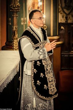 A black velvet Roman style Chasuble, rather odd to see it with a lace alb. A lace trimmed alb is generally restricted for festal occasions.