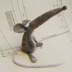 I simply love this delightful little felted mouse