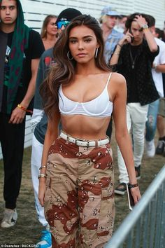 Madison Beer dresses for the heat in skimpy white bikini top and camouflage trousers as she parties with pals at Coachella Estilo Madison Beer, Madison Beer Style, Madison Beer Outfits, Madison Beer Hair, Madison Beer Makeup, Beer Festival Outfit, Look Festival, Music Festival Outfits, Wireless Festival Outfits