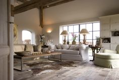 9 Rustic living rooms that will make you fall in love Living Room Grey, Home Living Room, Living Spaces, Swedish Interior Design, Interior Design Studio, Rustic Room, Rustic Chic, Family Room, Sweet Home