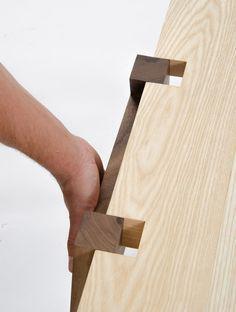 Système de double encoche permettant d'assurer une meilleure stabilité entre deux pièces.