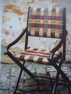 Rubans et sangles entrecroisés pour ce fauteuil pliant La Bonne Renommée, 1993