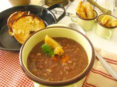 Zabíjačková polievka čierna Czech Recipes, Ethnic Recipes, Chana Masala, Chili, Czech Food, Soups, Chile, Soup, Chilis