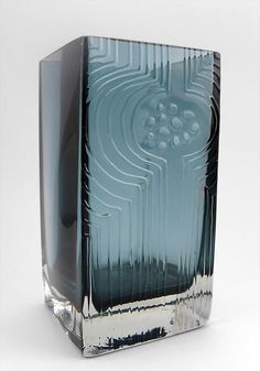 """NANNY STILL - Glass vase """"Lucullus"""" designed 1966 for Riihimäen Lasi Oy, in production 1967-1968, Finland. [h. 20 cm]"""