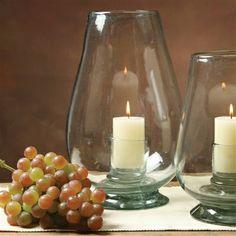 Candelabro Tulipán de vidrio reciclado.   Es un producto elaborado a mano por maestros artesanos mexicanos del vidrio. El resultado de esto, un producto único y de excelente calidad, el que resalta por su nivel de acabado, espesor del vidrio y por supuesto, su forma.