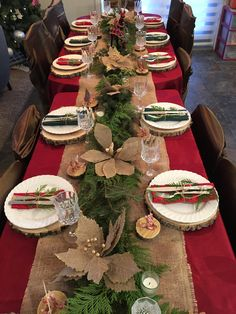 My favourite Christmas table. Easy, rustic, affordable and elegant. Christmas Table Centerpieces, Christmas Table Settings, Christmas Tablescapes, Holiday Tables, Xmas Table Decorations, Christmas Dining Table, Decoration Table, Decoration Noel, Dining Room Table