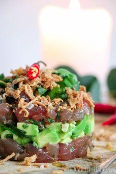 Tonijntartaar met soja, avocado en gebak uitjes - Little Spoon I Love Food, Good Food, Yummy Food, Food Porn, Vegetarian Recipes, Healthy Recipes, Comfort Food, Happy Foods, I Foods