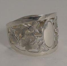 Antiques Atlas - Sterling Silver Napkin Ring - Shamrocks - 1920