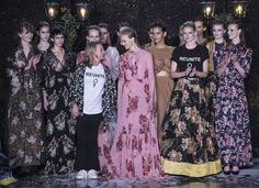 APPLAUS: Millionsuksessen byTiMo viste sin nye kolleksjonen på Sentralen i Oslo og supermodell Siri Tollerød gjorde comeback på catwalken. Foto: Hallgeir Vågenes, VG