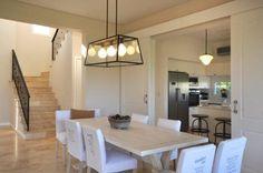 Mirá imágenes de diseños de Comedores estilo clásico: comedor. Encontrá las mejores fotos para inspirarte y creá tu hogar perfecto.