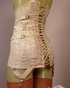 """Vintage Lingerie Vintage """"fan lacing"""" corset established by Samuel Higby Camp in his unique lacing system of pulleys make it possible for a wearer to lace and tighten her own corset. Corset Vintage, Vintage Underwear, Vintage Lingerie, Vintage Girdle, Retro Mode, Mode Vintage, Vintage Outfits, Vintage Fashion, Lace Tights"""