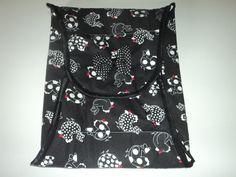 Confeccionado em tecido 100% algodão, com recheio em manta, não é 100% térmico. <br>Ideal para transportar assadeiras ou travessas, sem se queimar. <br>(consulte disponibilidade de estoque do tecido)