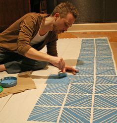 great instruction for painting fabric - plan for curtain (maybe) and deck floorcloth (definitely)