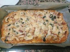 Esta receita de pizza com base de couve flor surge depois demuitas experiências e tentativas de tornar esta refeição um pouco mais saudável!
