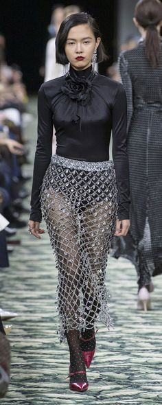 Paco Rabanne Fall-winter - Ready-to-Wear Paco Rabanne Fall-winter - Ready-to-Wea Fashion Over 50, Look Fashion, High Fashion, Womens Fashion, Fashion Hats, Cheap Fashion, Fall Fashion Skirts, Autumn Fashion, Fashion Spring