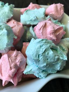 Easy Jello Meringue Cookies are perfect for summer fun! These easy Jello Meringue Cookies are so much fun to make with your kids. Light as a feather and bursting with whatever flavor you choose! Jello Flavors, Jello Recipes, Cookie Recipes, Pudding Recipes, Baking Recipes, Mirangue Cookies, Jello Cookies, Merangue Recipe, Meringue Pavlova