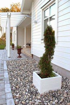 Coconut White: Pihainspiraatiota etsimässä! Outdoor Landscaping, Backyard Patio, Garden Oasis, Home And Garden, Outdoor Rooms, Outdoor Gardens, Scandinavian Garden, Townhouse Garden, Outdoor Buildings