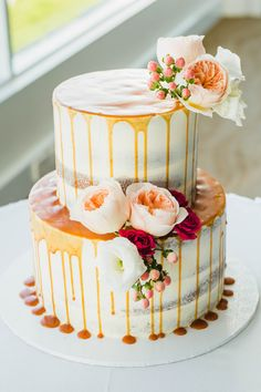 Caramel drip two tier wedding cake with peach roses | Curly Tree Photography | See more: http://theweddingplaybook.com/elegant-boho-wedding-by-the-beach/